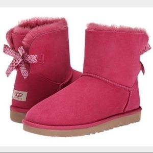 UGG mini bailey bow scallop boots